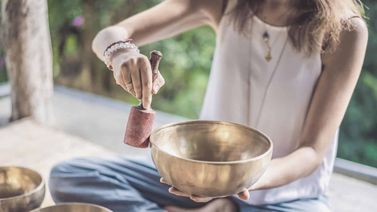 The Essential Guide on how to meditate with singing bowl